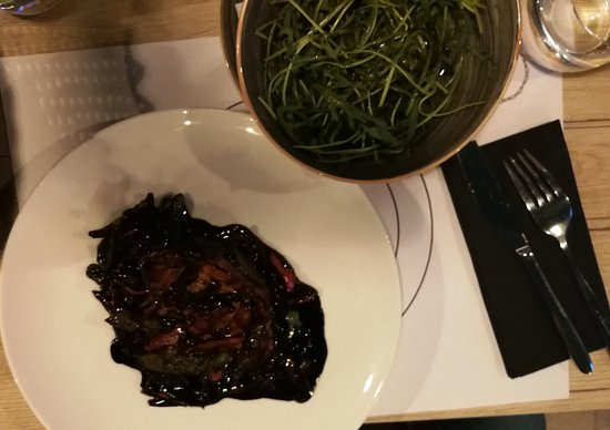 Bjelovar, Croatia: Tuna Steak in black and rucola salat