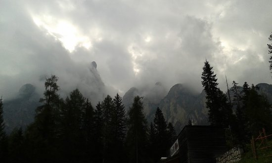 South Tyrol Dolomites, Itália: Stormy day over the Dolomites. Amazing area.