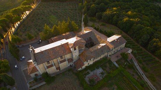 Fratta Todina, Itália: Foto della chiesa, del complesso conventuale e della casa di ritiri dall'alto