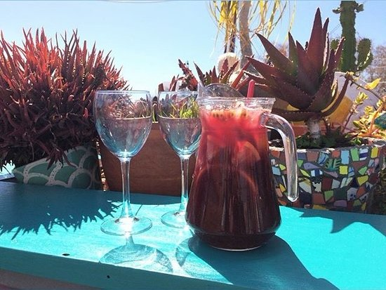 Cafe Galeria House of Wonders: Sangria on the roof