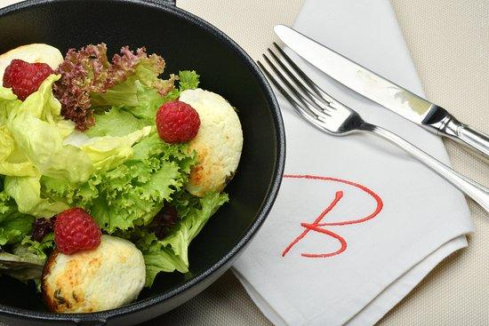 Bergerac: Salade de chevre chaud savoureuse