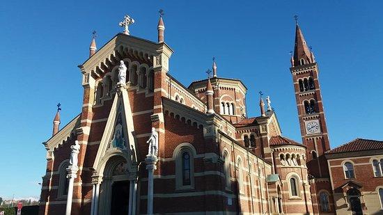Vigliano Biellese, Itália: Esterno chiesa
