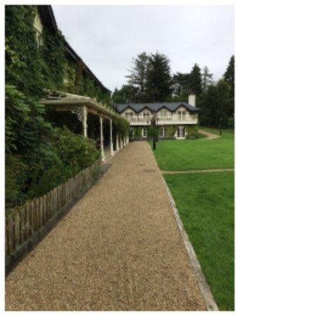 Macreddin Village, أيرلندا: Beautifully kept grounds