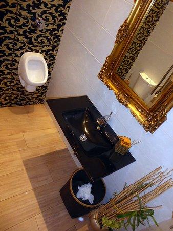 Sensations: Bra toalett