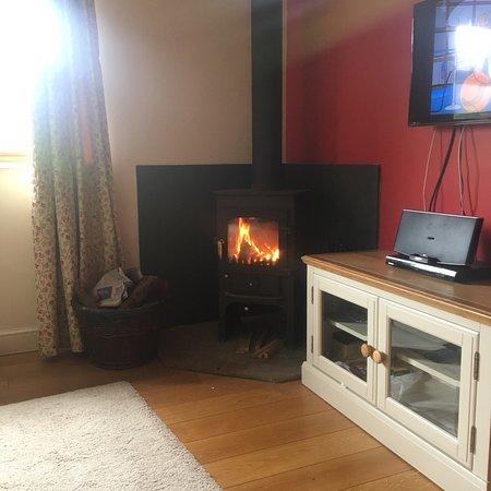 Kilcot, UK: The Lodge & Outdoor Area