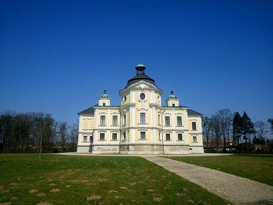 Kravare Castle: Zwiedzanie okolic Opavy - Zamek w Kravare (widok z tyłu)