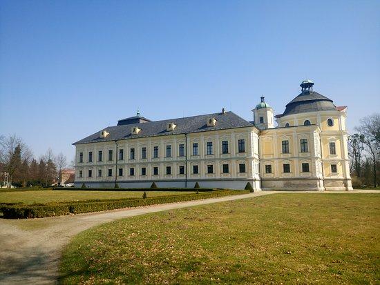 Kravare Castle: Zwiedzanie okolic Opavy - Zamek w Kravare (widok z boku)
