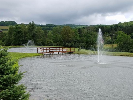 Olean, NY: Water views with fountains that light up at night!
