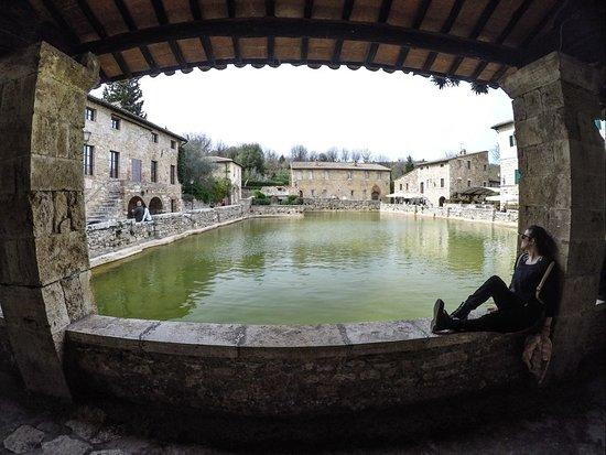 20180415_094722_large.jpg - Picture of Terme Bagno Vignoni, Bagno ...