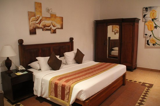 Meuble de rangement - chambre standing - Photo de Hotel ...