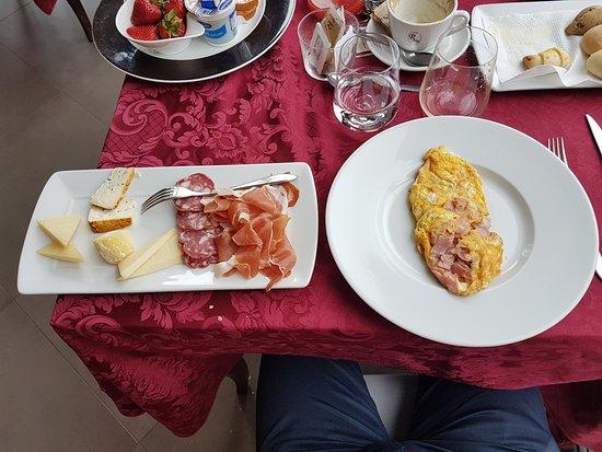 Roddi, İtalya: La colazione