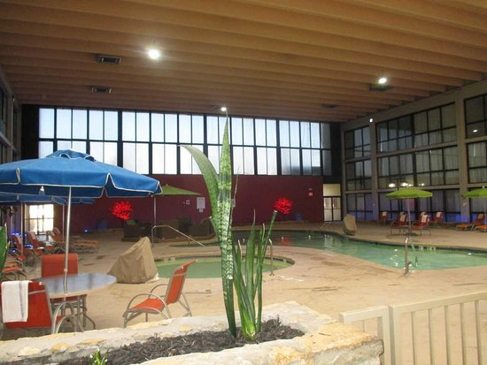SureStay Plus Hotel by Best Western Kansas City Northeast: Indoor Pool and Hot Tub
