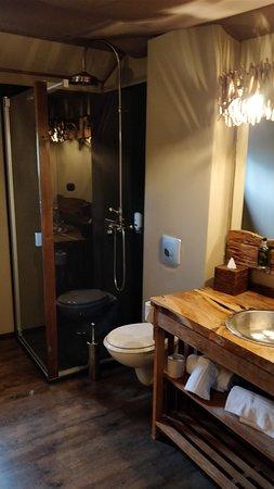 les lodges du pal hotel dompierre sur besbre france voir les tarifs et 189 avis. Black Bedroom Furniture Sets. Home Design Ideas