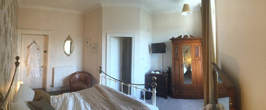 High Dale house: Panoramic of the room