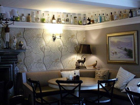 Clapham, UK : Main bar