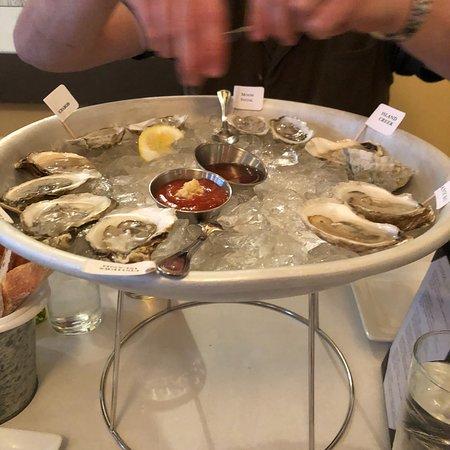 Liv's Oyster Bar & Restaurant: Oyster sampler