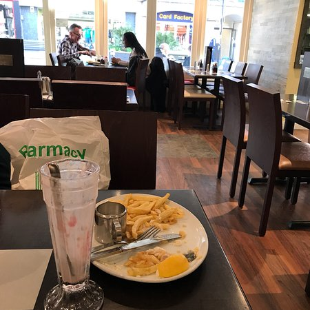 Superb service and really good food. The large he cod and chips is a sizeable piece of fish. Chi