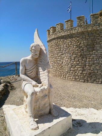 Icaros & Daedalus Statues: Daedalus Statue