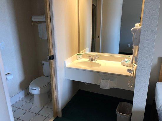 Ephraim, UT: Vanity and bathroom area