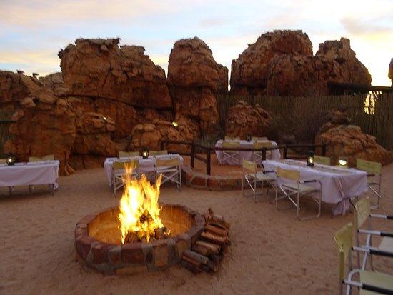 Kagga Kamma Private Game Reserve, Sudáfrica: Dinner by the boma
