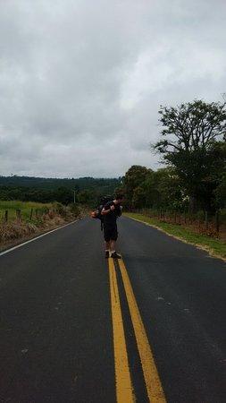 Cassia dos Coqueiros, SP: Estrada (Fácil conseguir carona, só precisa paciência)