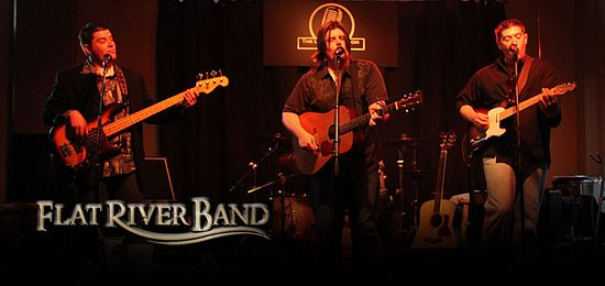 Monteagle, TN: Flat River Band is a Favorite. They play at the Smoke House every month.