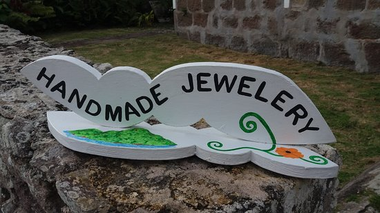 Windwardside, Saba: Handmade jewellery. One of a kind. Made with seeds.