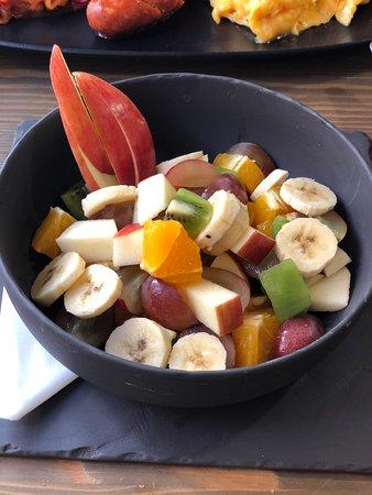A Table! Boulangerie-Patisserie: Fresh fruit salad