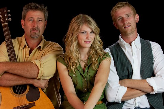 Monteagle, TN: The Henningsens play at Jim Oliver's Smoke House.
