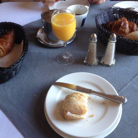 Senningerberg, Luxemburgo: breakfast ..or ... children's brunch ???