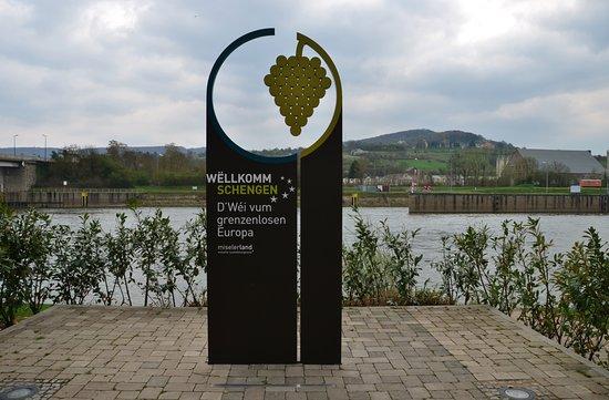 Schengen, لكسمبورج: Precis vid floden Mosel.
