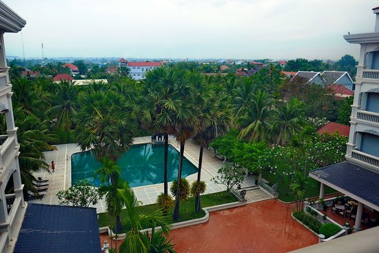 Ree Hotel: View of the pool and garden from room 416.