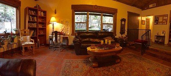 Hereford, Arizona: Living room adjacent to the kitchen / breakfast area