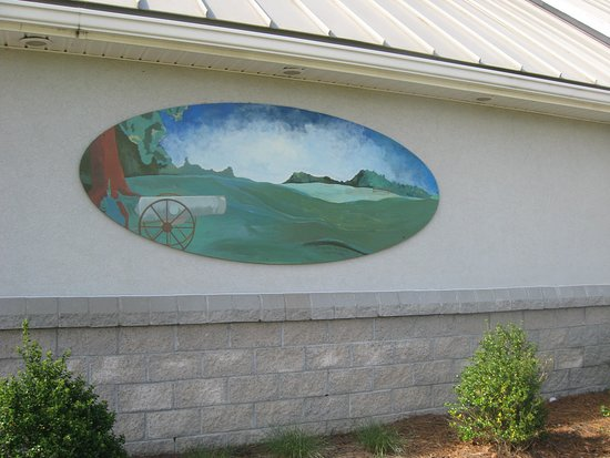 Kinston Lenoir County Visitors Center: mural on side of building