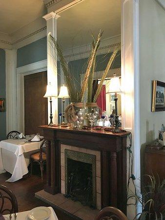 Buttermilk Hill Restaurant and Bar: Interior