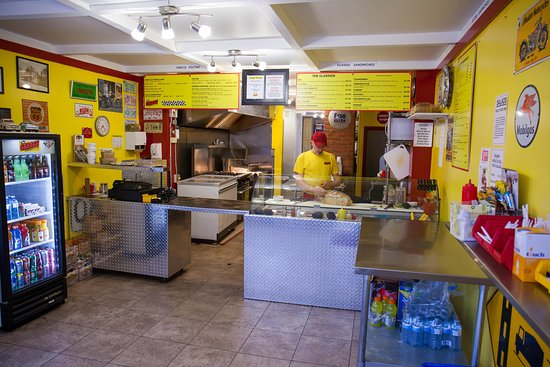Port Elgin, Canada: Fresh and colourful atmospher, with you order prepared right out front