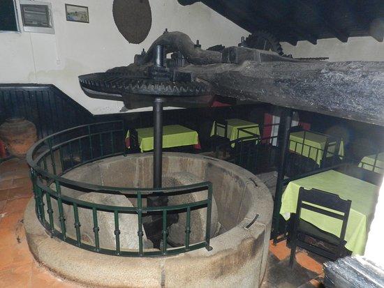 Arganil, Portekiz: Restaurante está instalado num antigo lagar de azeite. Muito bem preservado.