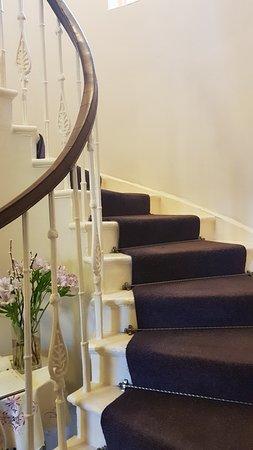 The Covenanter Hotel: escalera
