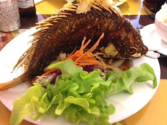Bundall, Australien: Deep fried tilapia fish delightful