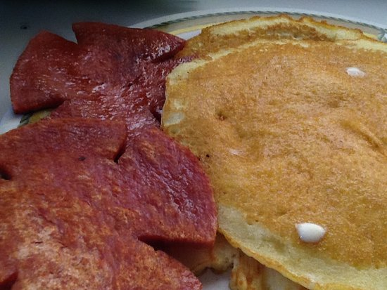 Gilchrist Restaurant: Pancakes and pork roll.