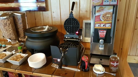 Bonners Ferry Log Inn: Waffles!