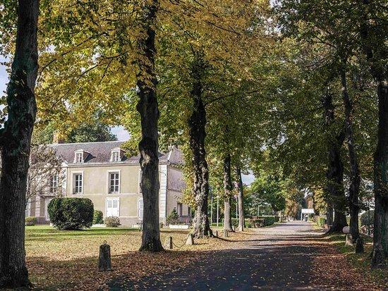 Le Coudray Montceaux, France: Exterior