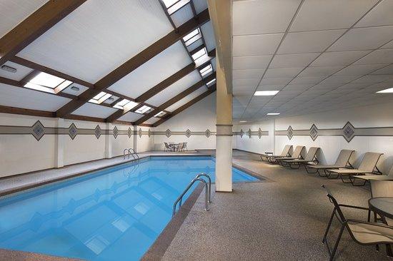 Four Points by Sheraton Kansas City - Sports Complex: Pool