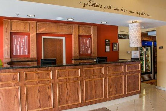 Hilton Garden Inn Elkhart: Lobby