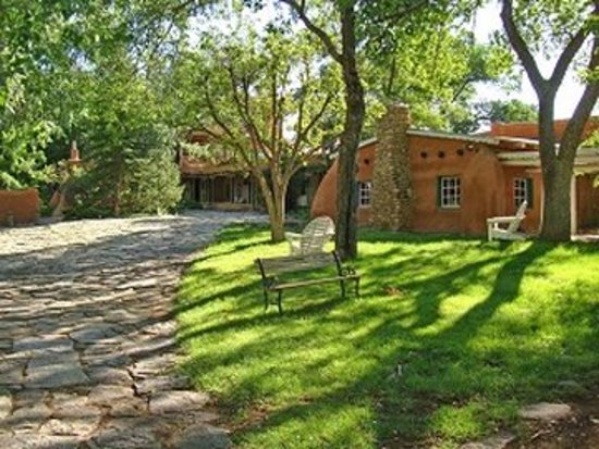 Mabel Dodge Luhan House: Exterior