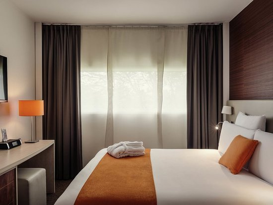 Orly, France : Guest room