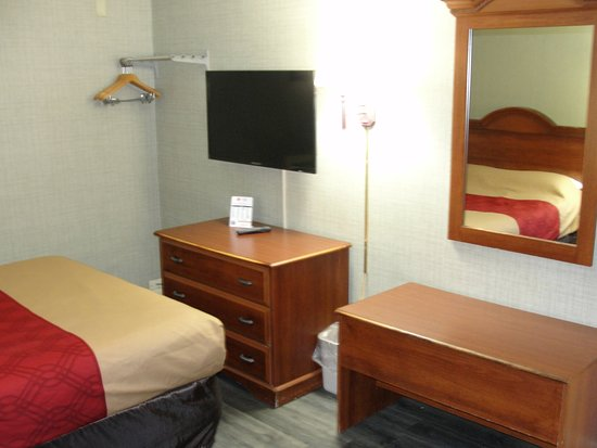 Newton Falls, OH : This view shows the dresser, the foot of the be, and (in the mirror) the rest of the bed.