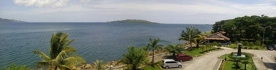 Mamuju, Indonesia: Foto Pantai Manakarra dari atas resto hotel di lt. 2