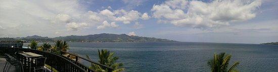 Mamuju, إندونيسيا: Foto Pantai Manakarra dari atas resto hotel di lt. 2