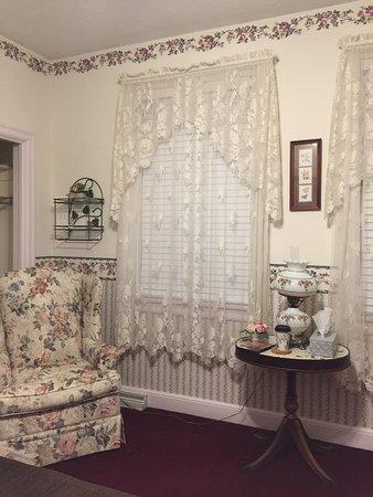 Grove City, PA: The English Rose room